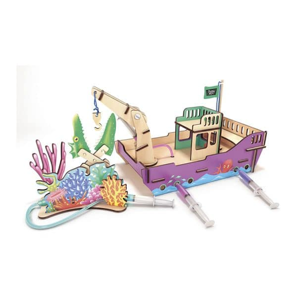 Pepper Mint in The Fantastic Underwater Science Voyage STEM Experiment Kit